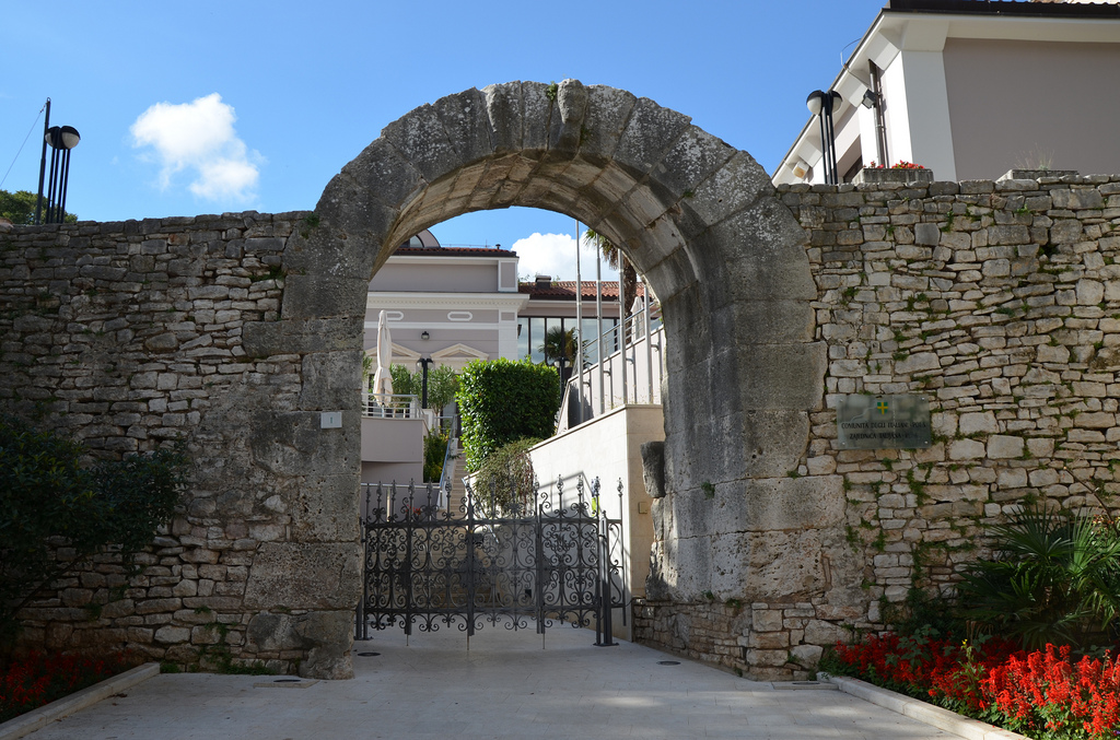 The Gate of Hercules, the oldest surviving Roman structure in Pula. A carving of the head of Hercules and his club is clearly visible at the top of the arch.
