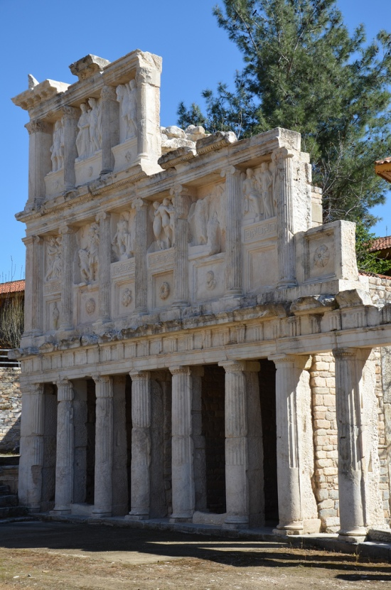 The three storeys of the Sebasteion were built using Doric, Ionic and Corinthian styles. The first floor was made of rooms containing a door and window, while the second and third storeys were decorated rich reliefs depicting mythological scenes and members of the Julio-Claudian Dynasty.