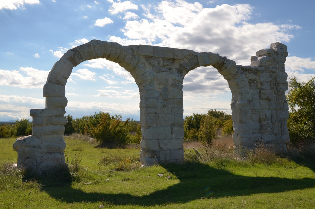 The arches of the headquarters (praetorium) of the legionary camp of Burnum.