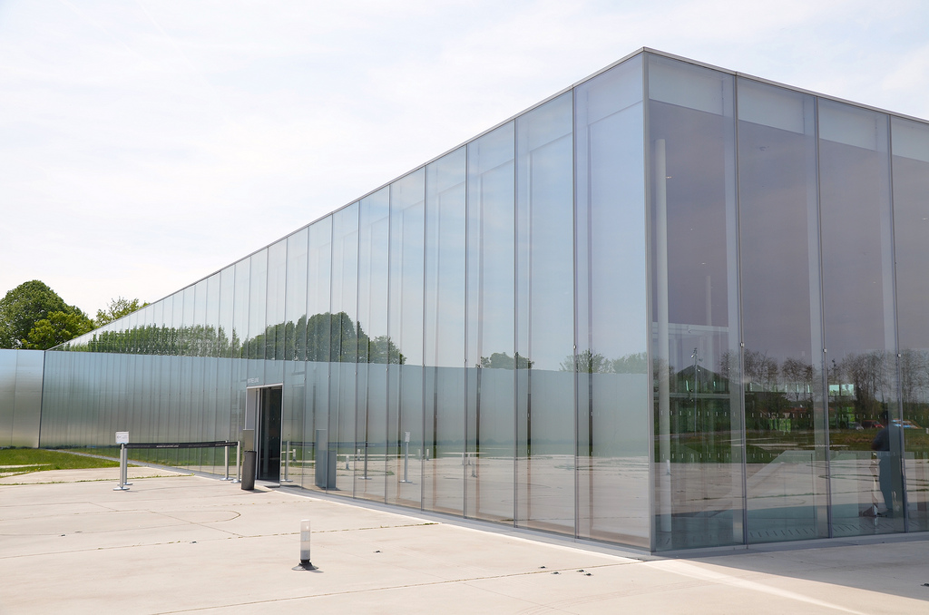 Louvre lens france following hadrian photography for Louvre lens museo