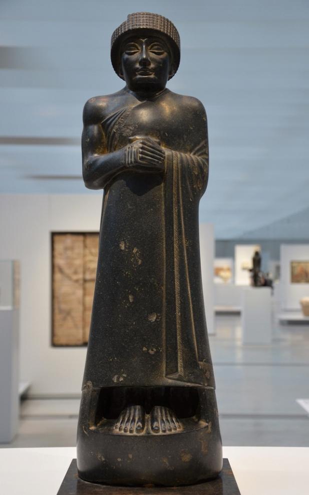 Diorite statue of Gudea, prince of Lagash From Girsu (Irak) Around 2120 BC.
