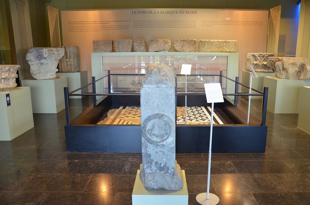 The first exhibition space dedicated to the public areas of a Roman city. Some monumental architectural features allow visitors to appraise the size of the site. The finely worked pillars and capitals show the care taken by the Romans in constructing the forum of Bagacum, the capital city of the Nervian tribe. Some of these monumental pieces are on now show for the first time.