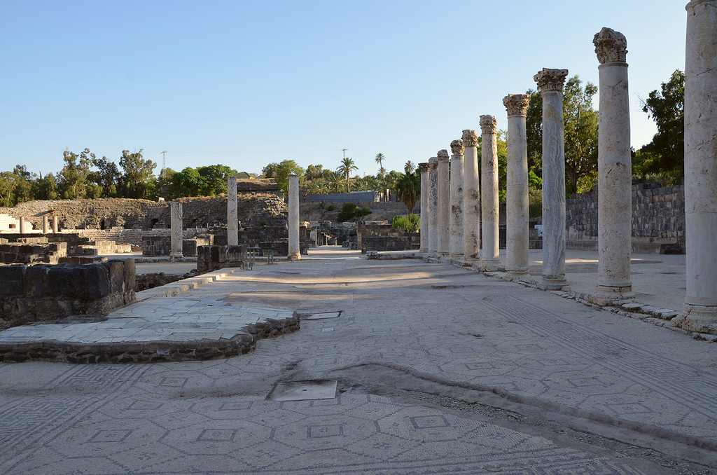The colonnaded exercise yard of the Western Bathhouse had a mosaic pavement decorated with geometric pattern.