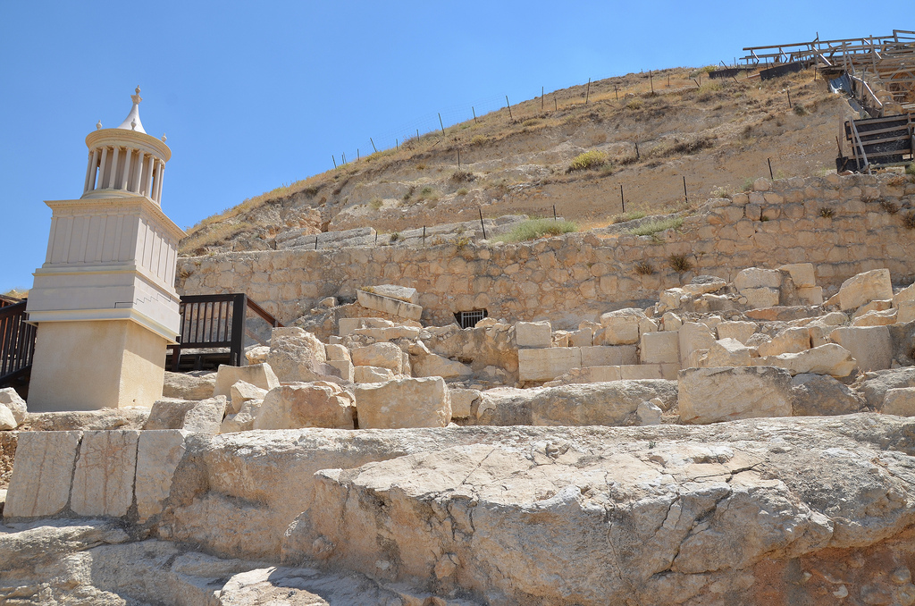 Location and model of Herod's tomb built on the slope of the hill, it was free-standing and three storeys high (25m) and would have been clearly visible from Jerusalem.