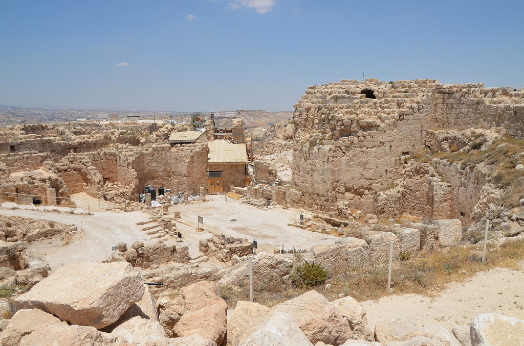 Overview of Upper Herodium surrounded by a double wall and by four towers. The diametre of the structure was 63m while the height was ca. 30m.