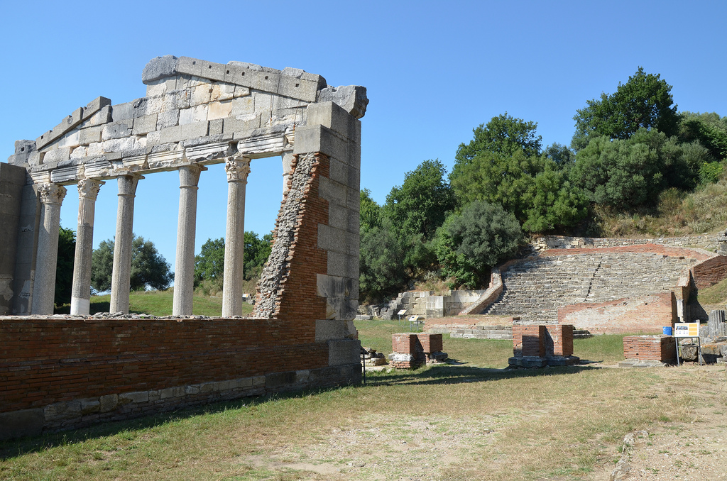 The north-western edge of the Agora of Apollonia with the Bouleterion, the Triumphal Arch and the Odeon.