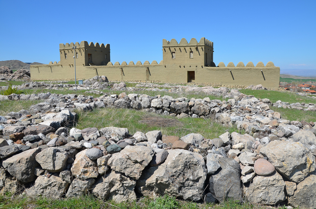 Residential quarters from the period of the Assyrian Trade Colonies (19-18th centuries BC) including ruins of houses and offices of Assyrian merchants.