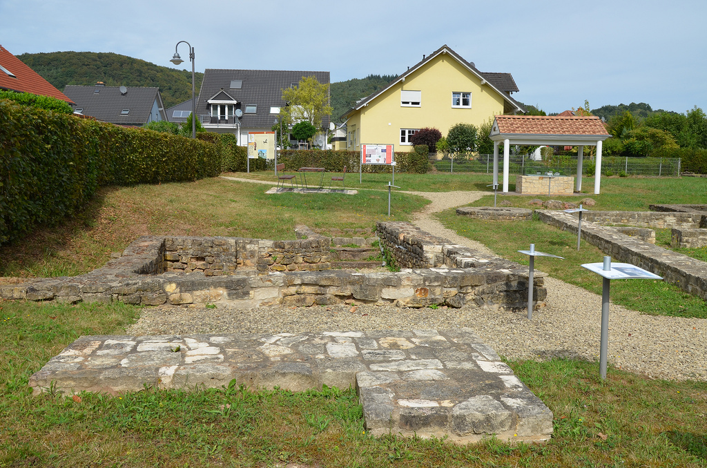 The vicus Tabernae located along the major Roman road leading from Divodurum Mediomatricorum (modern-day Metz) to Augusta Treverorum (modern-day Trier).