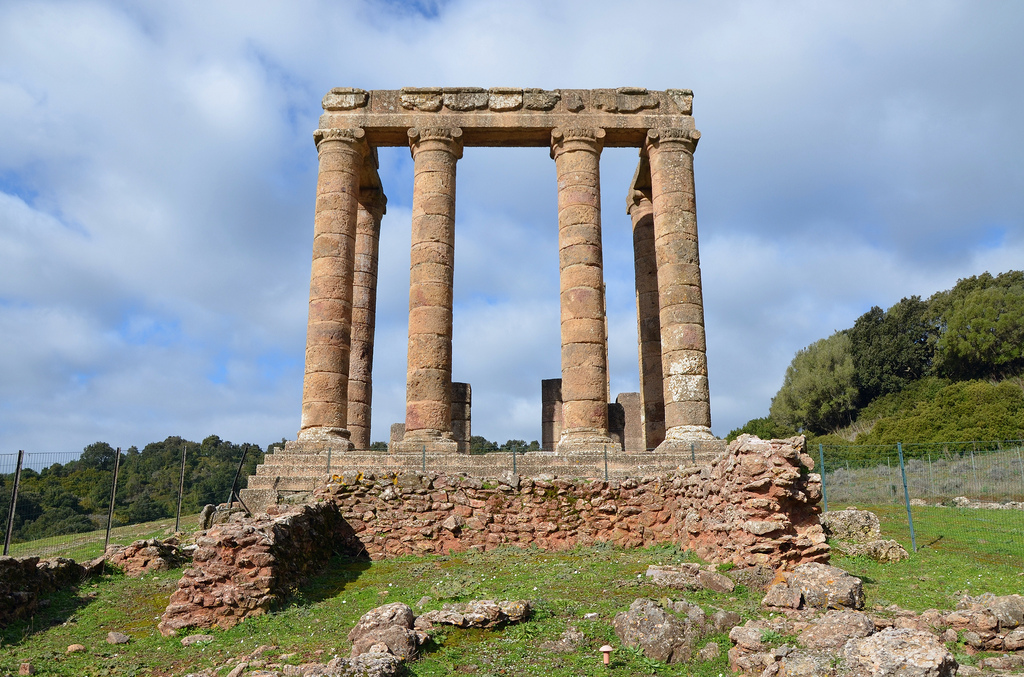 The columns of the pronaos had a height of approximately 8 meters and were built of local limestone with attic bases. They were surmounted by Ionic capitals.