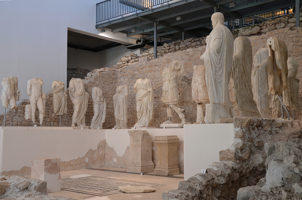 The remains of the Augusteum and fifteen marble sculptures exhibited on a platform.