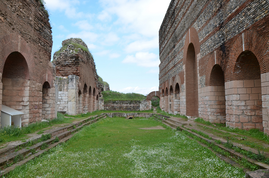 The Frigidarium with a long rectangular pool in its centre, the side walls are articulated by alternating semicircular and rectangular niches which contain pools, basins and fountains.