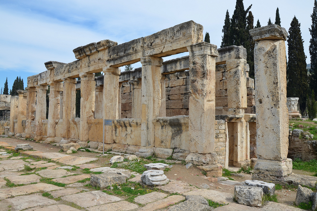 Immediately after the gate of Frontinus the public latrines were found, dating from the end of the 1st century AD