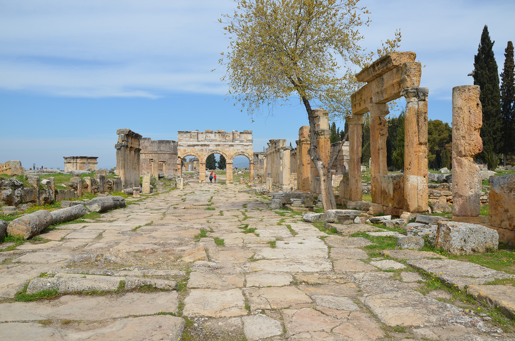 Frontinus Street extending in the north-south direction. Originally 14 metres wide, it was the main axis of the city.