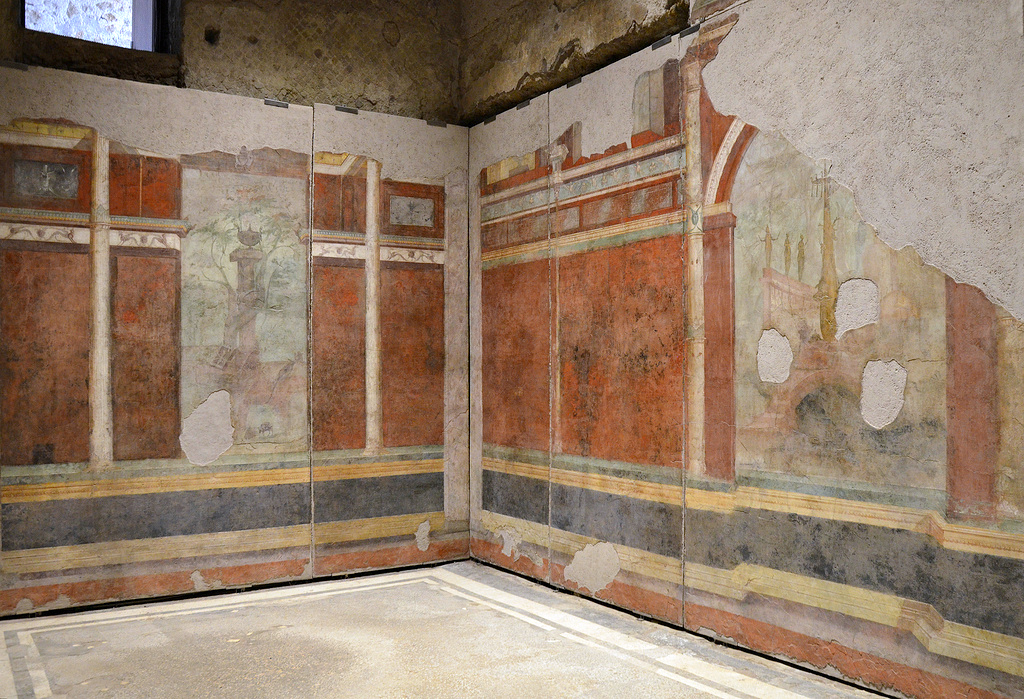 The triclinium (dining room) is remarkable for its delicate decoration. Each wall was given an elaborate design of illusionistic architecture featuring a large picture of a sacred and rural landscape in the centre.