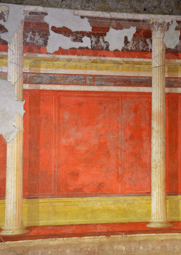 North wall of the Lower cubiculum with architectural decoration.